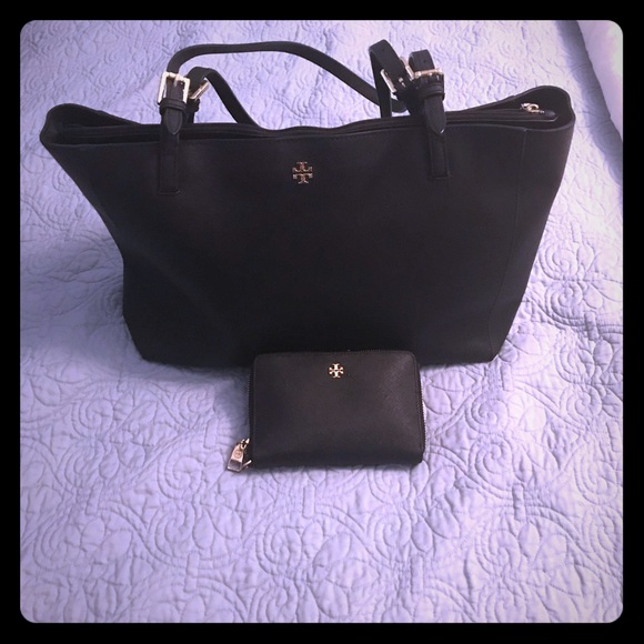 Tory Burch Handbags - Tory Burch tote and wallet set